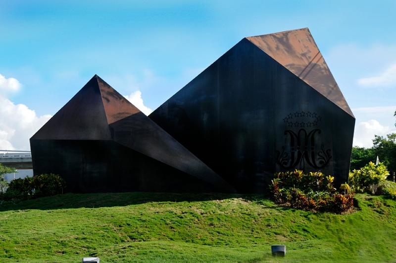 Monumento Champagnat - 02