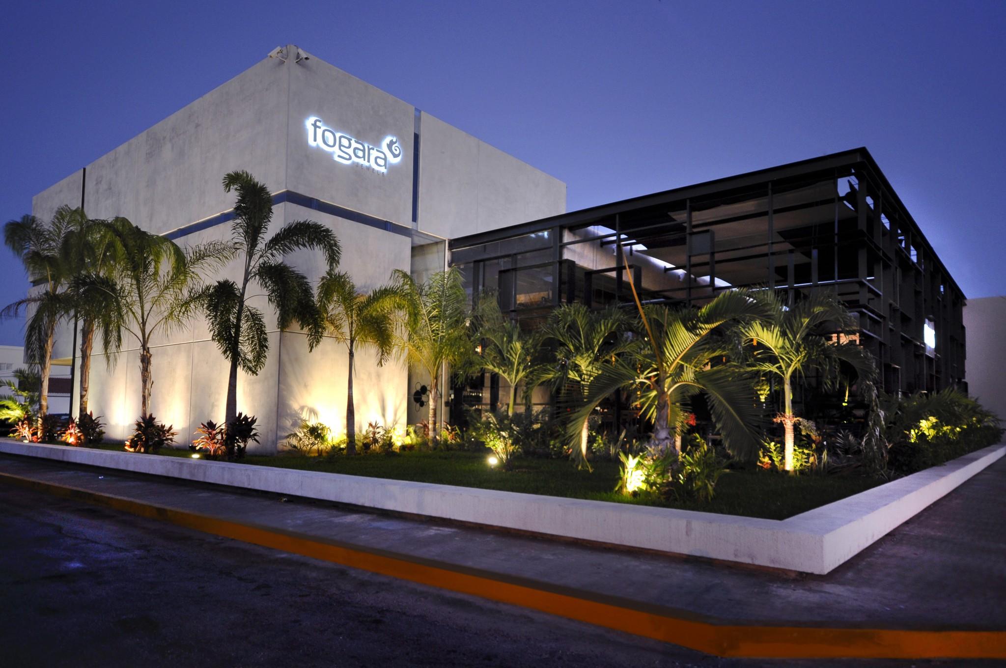 Fogara bryan s mu oz arquitectos for Restaurantes modernos exterior